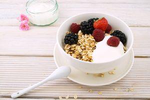 Диетични храни 12 - мюсли с йогурт и плодове